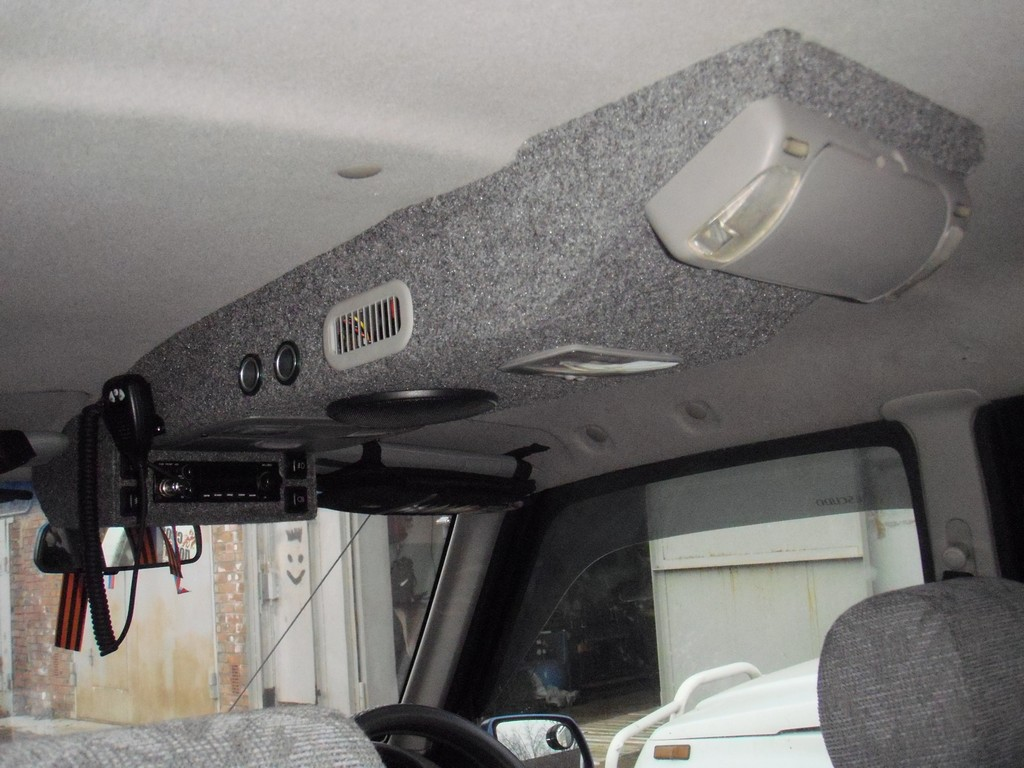 потолочная консоль с предобразователем 220/12в и рацией